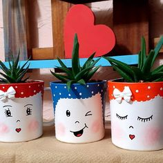 Clay Pot Projects, Diy Garden Projects, Flower Pot Crafts, Flower Pots, Jar Crafts, Bottle Crafts, Painted Plant Pots, Pottery Workshop, Pottery Painting Designs