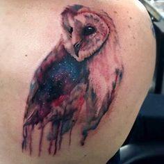 Este búho soñador. | 35 Diseños de tatuajes perfectos para el hombro