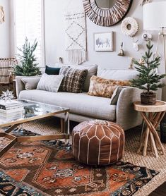 room decor Easy and Quick Home Refresh: Holiday Gallery Wall Eclectic Boho Living Room Decorated for Christmas. I used simple gold, silver and white holiday decor items to usher in the holidays in our home! Coastal Living Rooms, Boho Living Room, Living Room Decor, Eclectic Living Room, Design Room, Interior Design, Interior Styling, Design Interiors, Mid Century Living Room