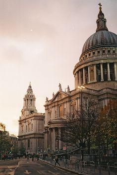 St Paul's Cathedral,  la única catedral barroca del país. http://www.viajaralondres.com/lugares-para-visitar-en-londres/catedral-de-san-pablo/ #Londres