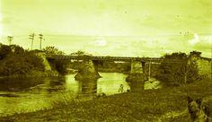 Antiga ponte sobre o Rio Pinheiros, ao lado direito da foto, o cachorro de Raul Goldschmidt