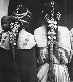 Africa: Berber hair ornaments of the Ziz Valley, Morocco Afro, Costume Ethnique, Ethno Style, Tribal Fusion, Hair Ornaments, African Hairstyles, Tribal Jewelry, Coin Jewelry, World Cultures