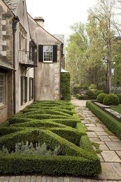 thefullerview:    (via g r e y / Boxwood House Garden west parterre by Howard Design Studio.)