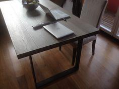 #Tisch Maßenafertigung aus #Holzboden #Dielen mit Schwarzstahl-Füßen  //  #Tavolo su misura fatto dalle #plancie del #pavimento con i piedi in acciaio nero