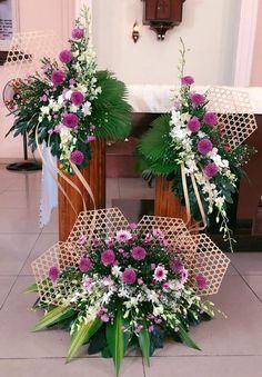 Tropical Floral Arrangements, Large Flower Arrangements, Christmas Flower Arrangements, Flower Arrangement Designs, Altar Decorations, Wedding Table Decorations, Church Flowers, Funeral Flowers, Bridal Flowers