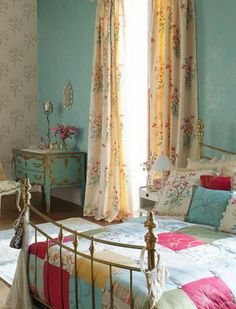 40 Bohemian Chic Bedroom Design Ideas ** The color of the table is the color I want my vanity. Country Bedroom Design, Design Your Bedroom, French Country Bedrooms, Country Interior, Bedroom Designs, French Interior, Country French, Modern Interior, Boho Chic Bedroom
