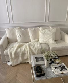 Moodboard Interior, Luxury Decor, House Rooms, My New Room, Wabi Sabi, Aesthetic Room Decor, Pillow Room, Room Inspiration, Interior Inspiration