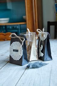 Kirpparikeiju: Joulukalenteri: Paperinen lahjapussukka Christmas Fair Ideas, Winter Christmas, Christmas Crafts, Christmas Decorations, Recycled Gifts, Easy Handmade Gifts, Green Gifts, Christmas Wrapping, Xmas Gifts