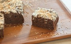 Banana-Cocoa Snack Cake // This vegan dessert is great in the morning with coffee, tea at night or even as a m id-day snack! The sweetness comes from bananas and dates and the richness from coconut milk.