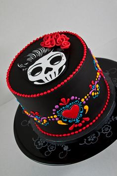LOVE THE COLORS! Dia de los Muertos Birthday Cake - A day of the dead cake for a birthday. Madagascan vanilla bean genoise with a corresponding swiss meringue buttercream. Everything is entirely edible including the skull cutout on top. Halloween Torte, Bolo Halloween, Dessert Halloween, Crazy Cakes, Fancy Cakes, Cookies Fondant, Fondant Cakes, Cupcake Cakes, Sugar Skull Cakes