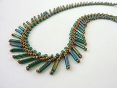 DIY Jewelry: FREE beading pattern for necklace and earrings, using St. Petersburg stitch with bugle beads for fringe/feather effects (good for beginner). Beaded Necklace Patterns, Beaded Earrings, Beaded Bracelets, Seed Bead Jewelry, Bead Jewellery, Jewellery Shops, Jewellery Holder, Jewelry Stores, Jewlery