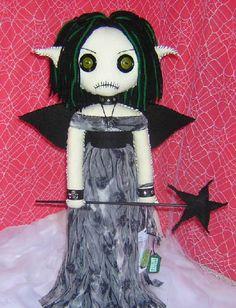 Creepy Fairy by Zosomoto.deviantart.com on @DeviantArt