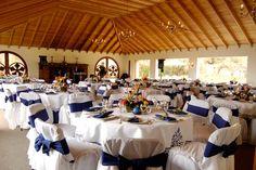 Mesas de invitados en evento de Boda