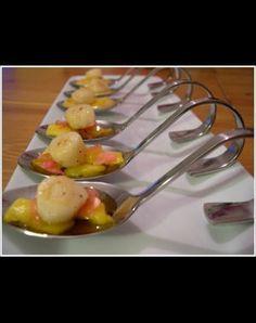 noix de pétoncle à la mangue, gingembre et rose.