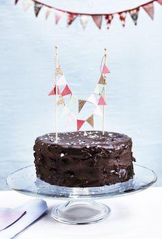 Er du på udkig efter idéer og mad til en børnefødselsdag, så har vi hjulpet dig på vej ved at samle nogle af de bedste opskrifter på børnevenlige retter og kager, sjove lege og gode temaer.