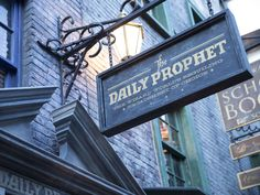 The Daily Prophet – The Wizarding World of Harry Potter – Diagon Alley