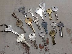 17 Mixed Vintage Keys for your Steampunk Altered Art Mixed