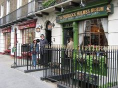 I wanted to visit Sherlock Holmes Museum which are the one of my favorite novel's character. Sherlock Holmes, Holmes On Homes, Africa Destinations, Great Britain, Places Ive Been, England, Street View, Museum, Europe