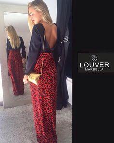 Hola chic@s! Hoy comenzamos el fin de semana con un Outfit ideal para los eventos Navideños. Compuesto de nuestro pantalón Paloma en un original estampado rojo y negro y blusa Beatriz con un llamativo escote en la espalda. Disponible en nuestro showroom!!#louermarbella#pantalonpaloma#estampado#eventos#navidad#rojo#negro#escoteespalda#fashion#moda#mode#marbella#showroom#back#beautiful#nice#cute#malaga##marbella
