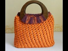 I like this basket-like crochet texture. Tutorial punto spiga o punto Sery Diy Crochet Bag, Crochet Bag Tutorials, Crochet Videos, Love Crochet, Knit Crochet, Crochet Handbags, Crochet Purses, Crochet Stitches, Crochet Patterns
