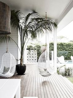 Laid Back Byron Bay Beach House ~ Stace King - - MAGNOLIA HOUSE If I didn't live in Laguna Beach, I'd live in Byron Bay, Australia. Such a beautiful place! I am completely in love with the beachy vibe and. Beach House Tour, Beach House Style, Beach House Decor, Home Decor, Beach Houses, Beach Cottages, Byron Bay Beach, Casa Magnolia, Magnolia Homes