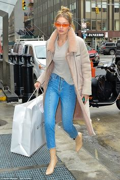Curb appeal: Gigi Hadid , stepped out in a gorgeous rose-colored coat and slender jeans as she headed to Yolanda's apartment for her birthday celebrations in New York City on Thursday afternoon Street Outfit, Street Wear, Fur Lined Coat, Fashion 2018, Womens Fashion, Coats For Women, Clothes For Women, Gigi Hadid Style, Street Chic