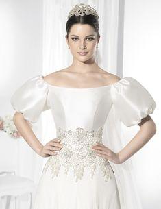 Trajes de novia línea princesa con voluminosas mangas de farol.