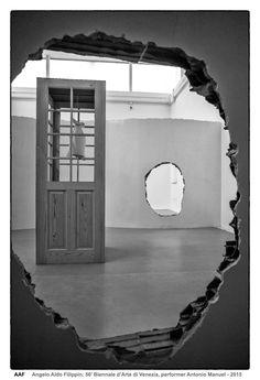 https://flic.kr/p/EW6tbZ | 56' Biennale d'Arte di Venezia, performer Antonio Manuel  - Venezia 2015