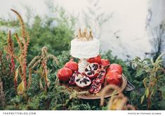 Cake decorated with gold crown & pomegranates | Conceptualisation & Coordination: BonTon Events, Photographer: Stephanie Veldman, Sweets & Cake: Le Petit Four, Styling, flowers and decor: Okasie