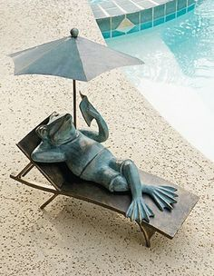In our Lounging Frog Statue, this easy-going amphibian models the poolside attitude as he savors a good read in the shade.