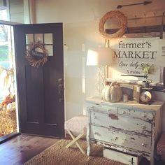 Autumn entry. Interior design by Janna Allbritton, Yellow Prairie Interior Design.