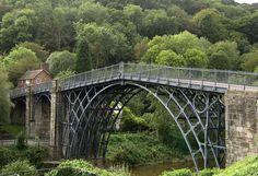 ponte sobre o rio Severn Coalbrookdale Level Design, Pont Paris, Old Bridges, Vacations To Go, Industrial Revolution, Most Visited, Covered Bridges, British Isles, Modern Architecture