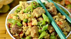 This is for all of you who want the flavour of Chinese fried rice but no rice. Enjoy this cauliflower fried 'rice' packed with pork fillet, spring onions, peas and garlic. You can aso try it with chicken or lots of other veggies. Rice Recipes, Dinner Recipes, Cooking Recipes, Healthy Recipes, Keto Recipes, Protein Recipes, Diabetic Recipes, Veggie Recipes, Yummy Recipes