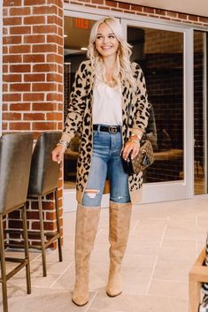 Check out the hottest boots for 2019 including combat boots, suede knee highs and snake skin. Plus, check out gorgeous outfit ideas to complete your look. Mom Outfits, Casual Fall Outfits, Winter Outfits, Cute Outfits, Combat Boot Outfits, Combat Boots, Women's Boots, Torn Jeans, Blue Jeans