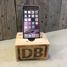 iPhone-Halter, iPad-Halter aus Palettenblock Designer, Ipad, Old Wood