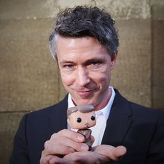 Aiden Gillen with his little Littlefinger. Funko POP! Petyr Baelish