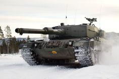 Norwegian Leopard 2A4 tank during winter maneuvers
