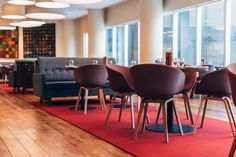 Top 6 Modern Chairs For The Trendiest Hotel Restaurants /furniture set, modern chairs, best hotels / #hotelinwarsaw #designcontract #best hotel interiors / To get more inspiration : http://www.designcontract.eu/furniture/modern-chairs-trendiest-hotel-restaurants/
