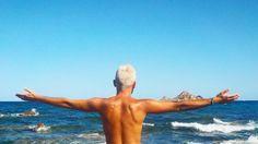 "301 Me gusta, 6 comentarios - RD (@robertodeias) en Instagram: ""#sea #ajoabidda #sardinia #travel #blogger #photooftheday #whitehair #danerys #targaryen #water…"""