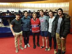 Keith Urban with Shaw, Pacioretty, Petry, Mitchel, and Danault. Montreal Canadiens, Keith Urban, Ice Hockey, Basketball Court, Sports, Jackets, Twitter, Photos, Group
