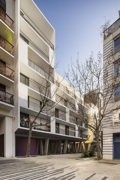 Image 3 of 12 from gallery of Passage de Melun / Gaëtan Le Penhuel Architecture. Photograph by Sergio Grazia Facade Architecture, Residential Architecture, Arch House, Urban Fabric, Social Housing, Small Buildings, Affordable Housing, Atrium, Mansions