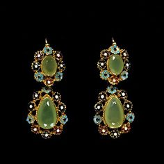 1825: Enamelled gold earrings with chrysoprases