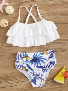 To find out about the Toddler Girls Random Tropical Tiered Layer Ruched Bikini at SHEIN, part of our latest Toddler Girl Swimwear ready to shop online today! Bathing Suits For Teens, Summer Bathing Suits, Cute Bathing Suits, Mode Du Bikini, Cute Comfy Outfits, Cute Swimsuits, Bikini Fashion, Summer Outfits, Swimwear