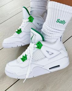 Jordan 4, Nike Air Jordan Retro, Tenis Nike Jordan, Swag Shoes, Women's Shoes, Cute Nike Shoes, Jordan Shoes Girls, Kicks Shoes, Fresh Shoes
