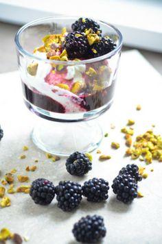 Blackberry yogurt parfait