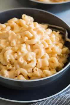 dinner recipes for family main dishes Easy, creamy, seriously cheesy stove top mac and cheese! This is a family favorite and after one bite you'll see why! It's the perfect hearty side dish to just about any meal and everyone always loves it. Macaroni Cheese Recipes, Pasta Recipes, Dinner Recipes, Cooking Recipes, Healthy Recipes, Mac And Cheese Salad Recipe, Mack And Cheese Recipe, Mac And Cheese Casserole, Cooking Food
