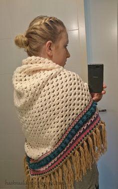 Vorige week zag ik een mooie foto van een omslagdoek op een haakgroep op Facebook. Helaas ontwerper van die prachtige omslagdoek wou het pat...
