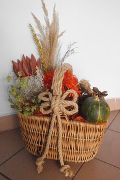 my autumn decoration from old basket