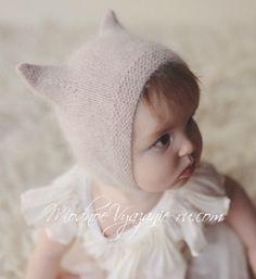 Knit Cap Angora cap for baby knitting - Шапочка Kitty Cap из ангоры для малыша спицами – … Knit cap Angora baby kit with knitting needles – Modnoe Vyazanie … - Knitted Doll Patterns, Baby Hat Knitting Pattern, Baby Hats Knitting, Knitting For Kids, Knitted Dolls, Knitted Hats Kids, Kids Hats, Crochet Hats, Little Girl Outfits