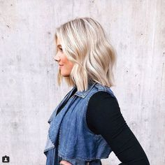 Take a look through these shoulder-length haircuts that prove you don't need an ocean—or long hair for that matter—to achieve the dreamiest loose waves. Prom Hairstyles For Short Hair, Trending Hairstyles, Loose Hairstyles, Beach Hairstyles, Men's Hairstyle, Funky Hairstyles, Formal Hairstyles, Ponytail Hairstyles, Hairstyles Haircuts